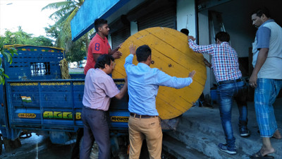 20180714_unloading_a_cable_at_singu